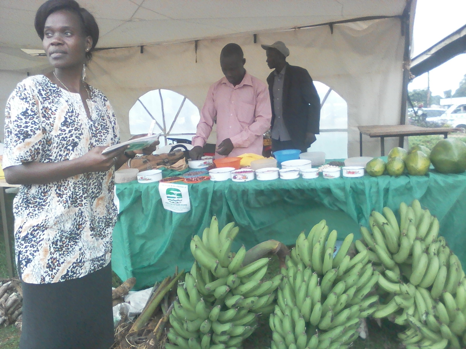 Members of Nazigo Farmers Cooperative supported by CESA-Uganda sell their crop produce in one of market days.